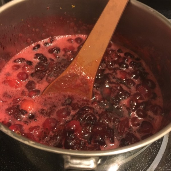 homemade cranberry sauce recipe thanksgiving side dish easy best ever foolproof thanksgiving #foolproffthanksgiving momsbistro