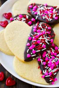 These 10 homemade Valentines Day Treats are easy and perfect for school parties, an after-school snack, or Valentine's Day play date.