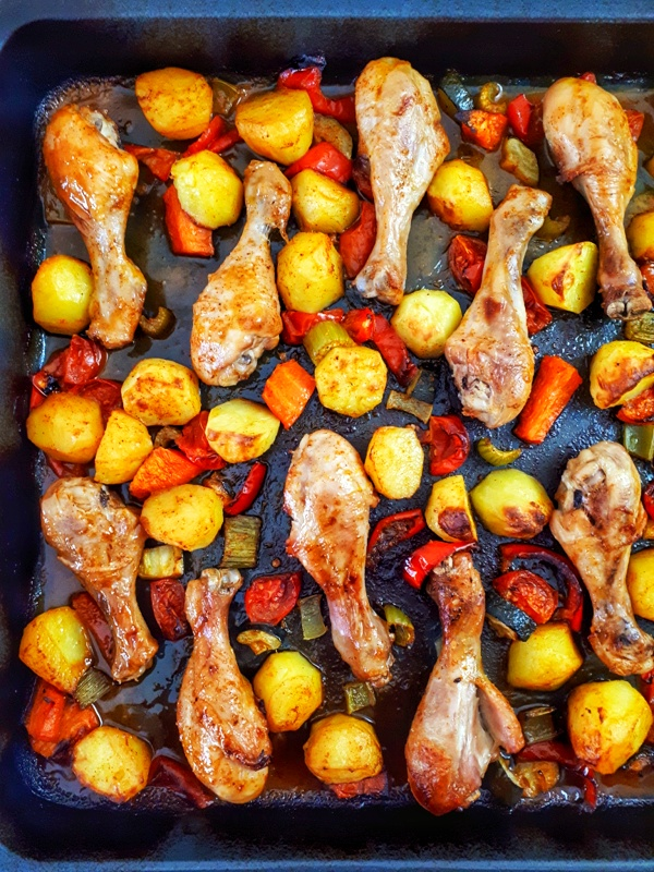 This oven-baked chicken with veggies sheet pan is a healthy dinner that comes together so quickly and the taste is absolutely incredible!