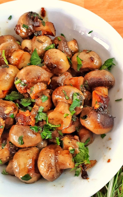 You will love this garlic and rosemary sauteed mushrooms: an easy and delicious 10-minute side dish that pairs with anything! Low carb and Keto approved!