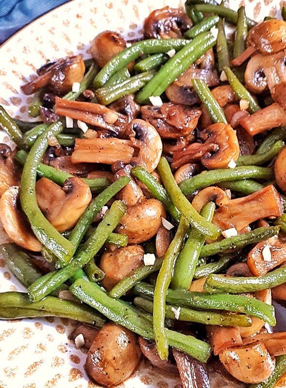 Green bean mushroom is a healthy, easy and quick side dish, made with a keto and low carb Teriyaki sauce, it's perfect for any occasion... #ketorecipes