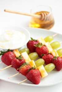 Here you can find 20 healthy, easy to make, and delicious recipes ideas for back to school snacks. Kids and moms will love them!! #backtoschool