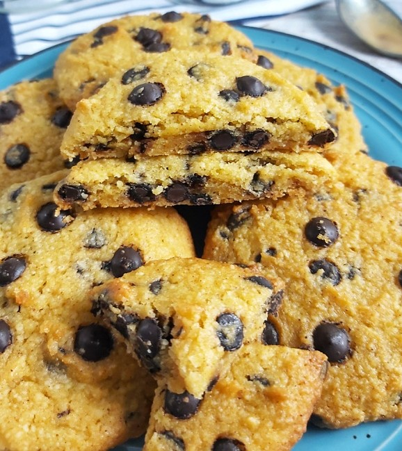 These are the best keto low carb Pumpkin Chocolate Chip Cookies! They are soft, moist and loaded with pumpkin flavor and sweet chocolate chips.