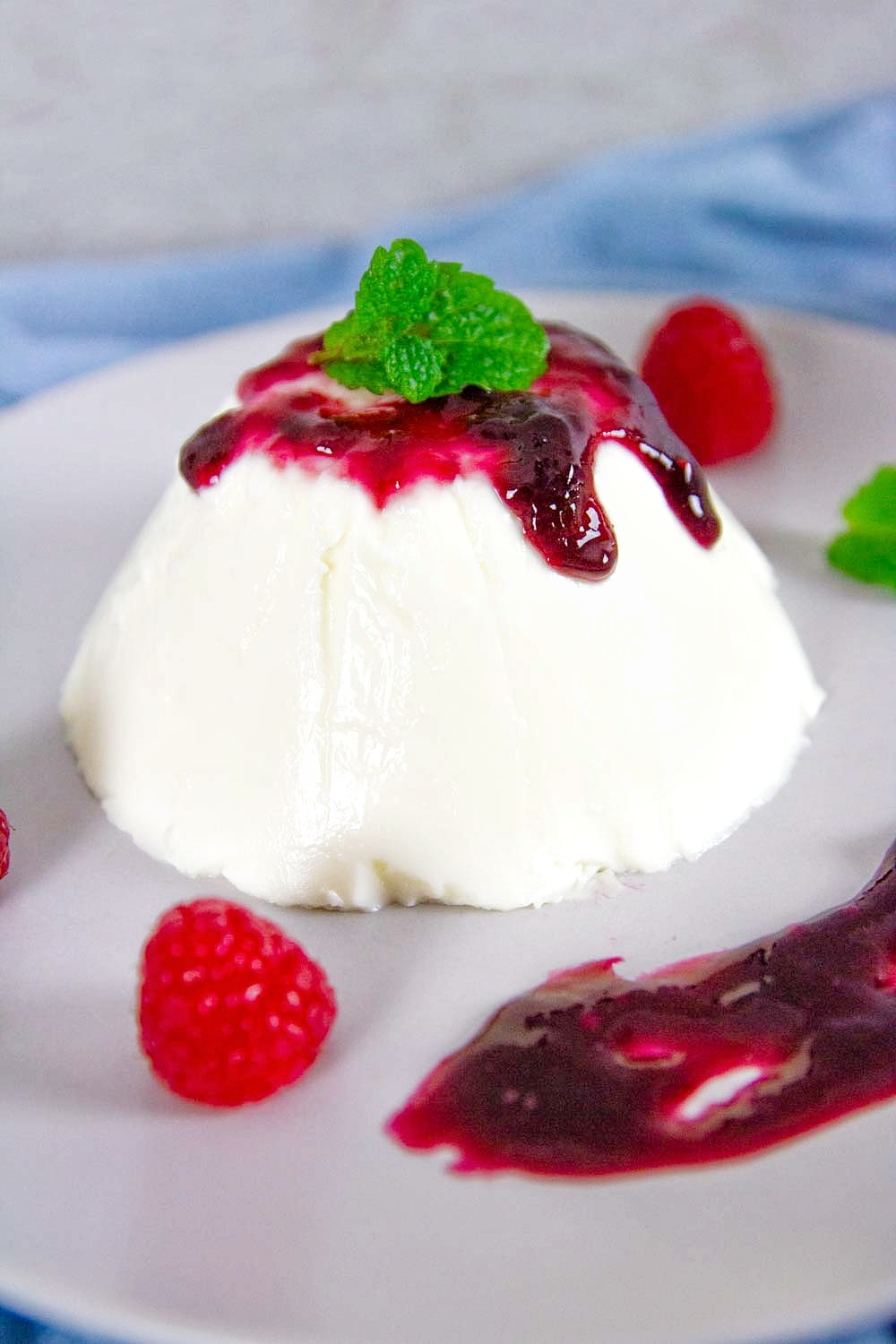 Easy Keto Vanilla Panna Cotta recipe it's an elegant, creamy, and delicious Italian dessert, and perfect for any celebration like Mother's Day...