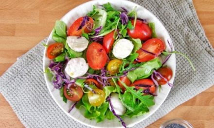 Best Summer Salad Recipe (with Tomato, Mozzarella and Arugula)