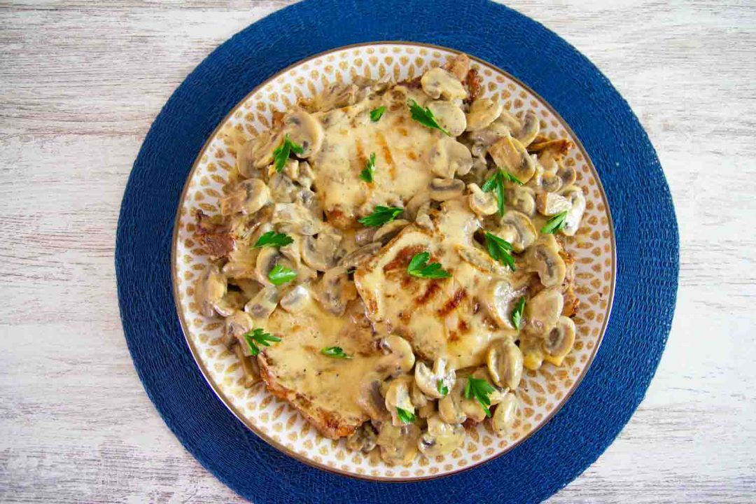 These deliciously easy pork chops with creamy herb mushroom sauce is a super easy dinner recipe! perfect for any night of the week. #porkchops #healthydinner #healthymeals #ketorecipes #ketodinner #easydinnerrecipes