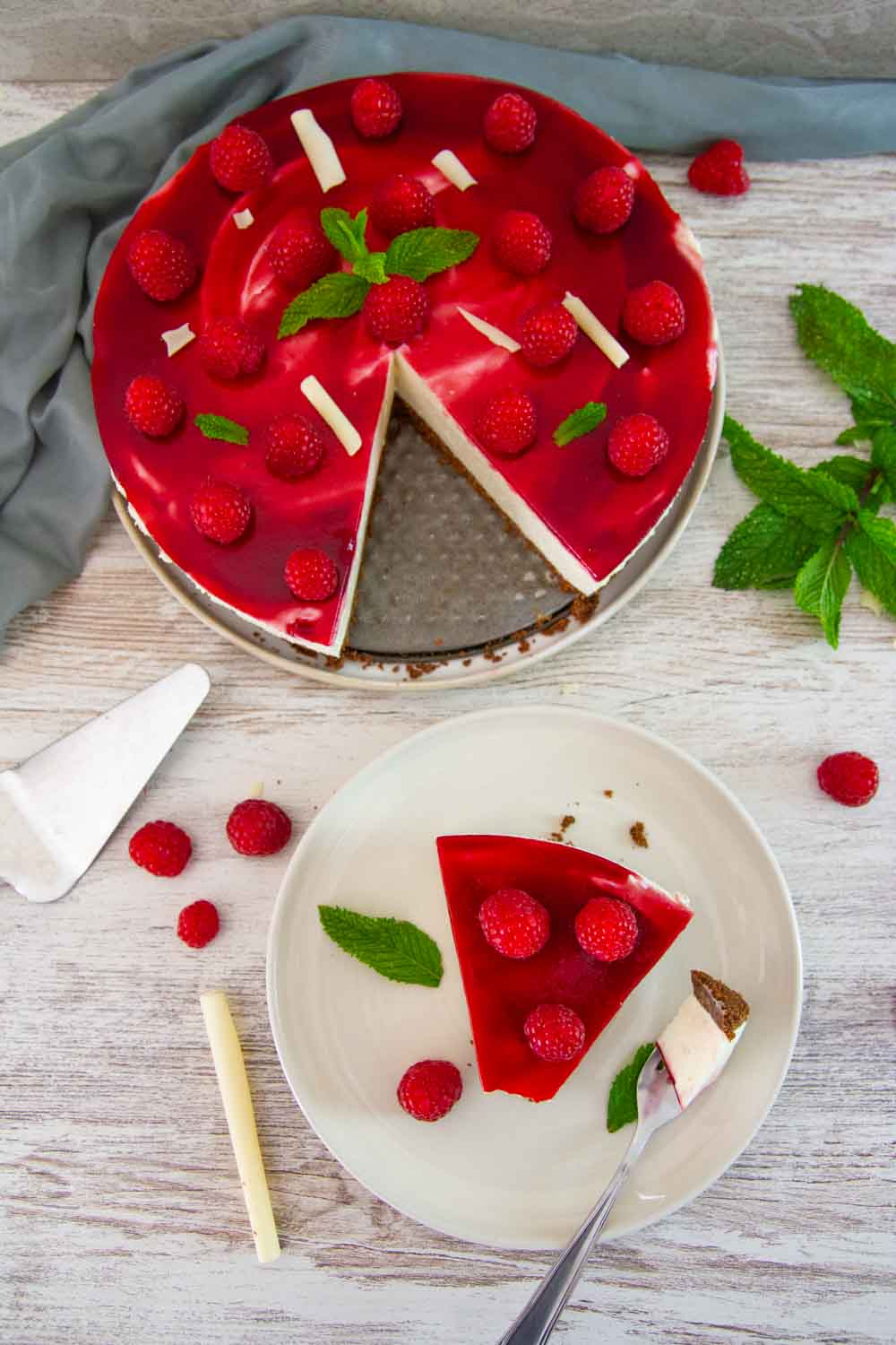 No-Bake White Chocolate Raspberry Cheesecake is a sugar-free low carb easy dessert for summer! It's SO smooth and creamy and you don't even have to turn on the oven. #keto #lowcarb #cheesecake #ketodessert