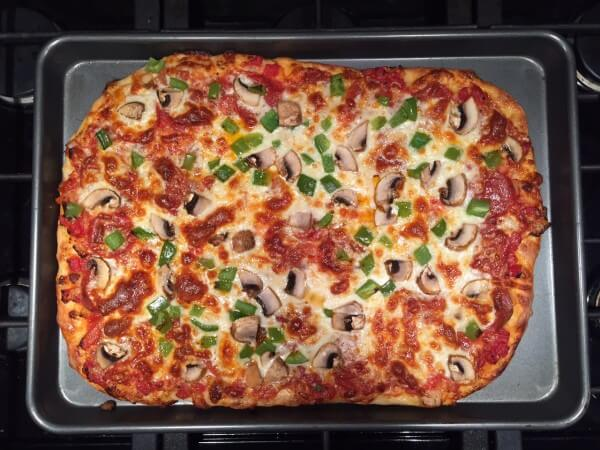 A Guide to Making Homemade Pizza @katieserbinski