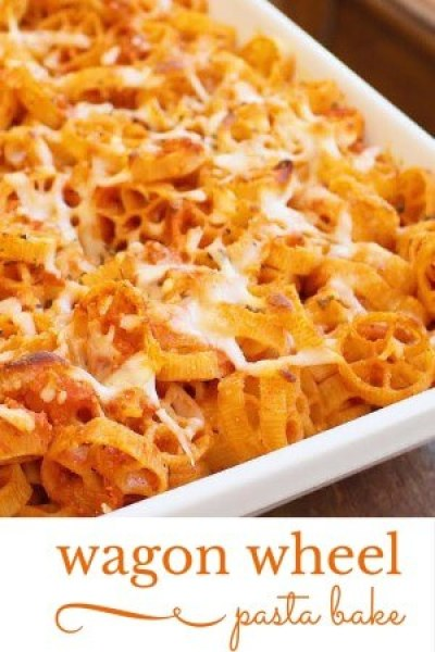 Wagon Wheel Pasta Bake is a quick and easy make ahead meal that is perfect for dinner and reheated for lunch the next day! A true cook once dine twice meal.