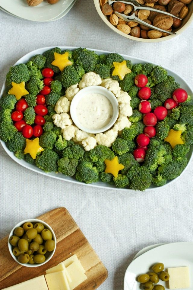 Holiday veggie trays are designed for Thanksgiving and Christmas celebrations. Both healthy and fresh, vegetable trays are perfect for any holiday party!