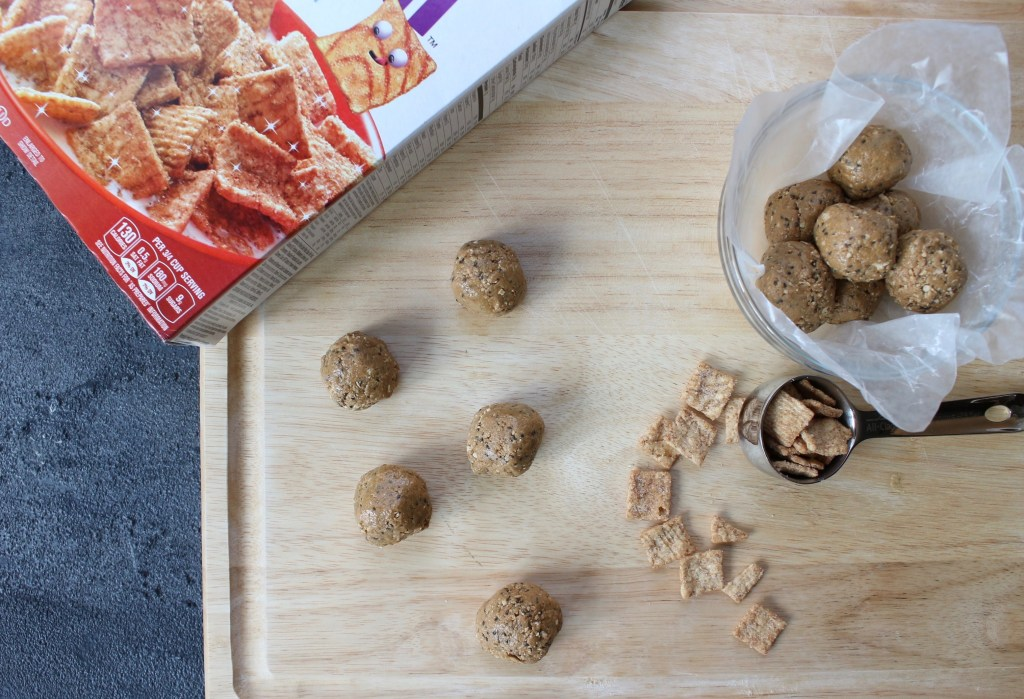 Whole Grain Cinnamon Crunch Bites make the perfect whole grain snack when you're craving something flavorful AND fiber-filled. A perfect grab-and-go snack or lunchbox treat!