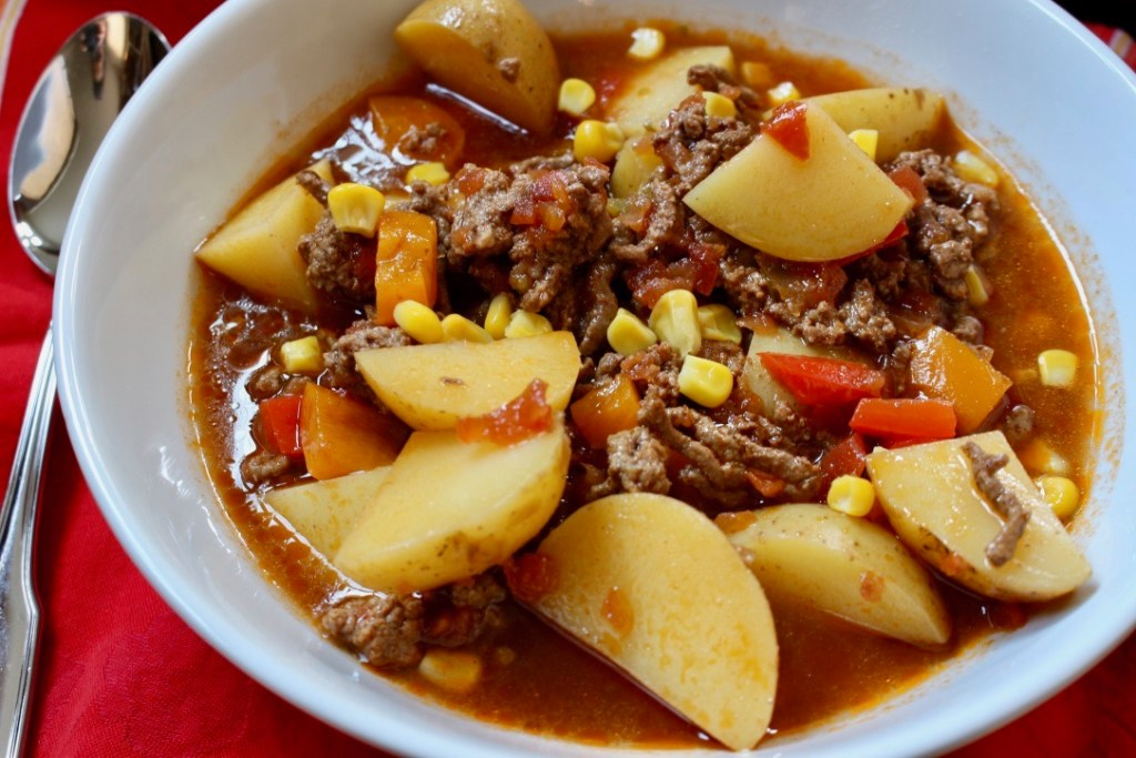 All the flavors of your favorite Mexican-inspired meal [think tacos or nachos] come together in this simple Mexican Beef and Potato Soup!