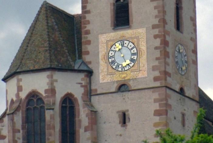 L'horloge aux aiguilles en forme de grappes de raisin © French Moments