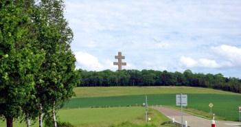 Mémorial Charles de Gaulle - Croix de Lorraine © French Moments