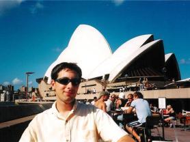 Devant l'opéra de Sydney © French Moments