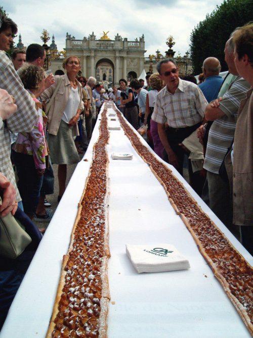 Record du monde de la tarte aux mirabelles © CapnPrep - licence [CC BY-SA 2.5] from Wikimedia Commons