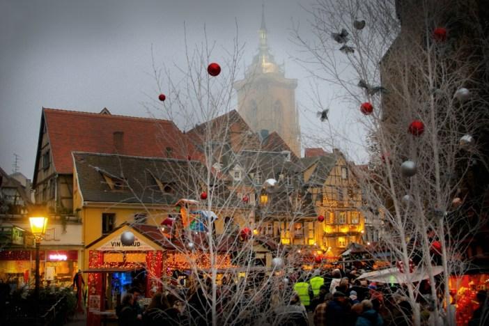 Au marché de Noël de Colmar, place des Dominicains © French Moments