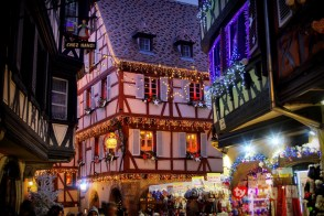 La rue des Marchands de Colmar à Noël © French Moments