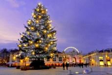 Le sapin de Noël sur la place Stanislas de Nancy © French Moments