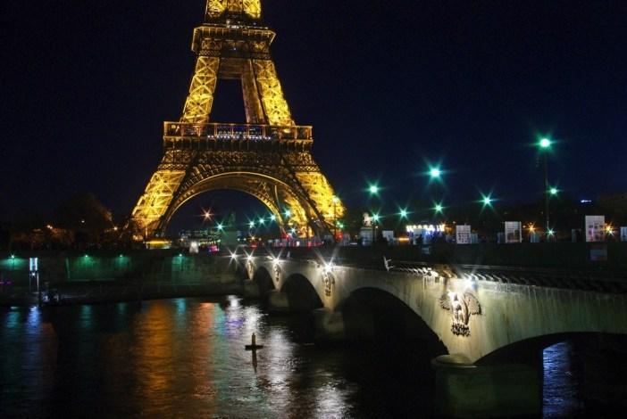 Pont d'Iéna Tour Eiffel Paris