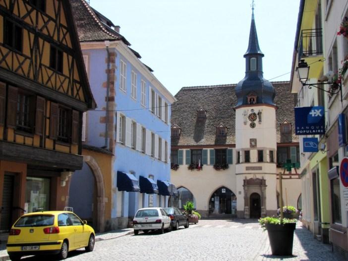 Autour de Strasbourg - Le centre-ville de Benfeld © Ralph Hammann - licence [CC BY-SA 4.0] from Wikimedia Commons