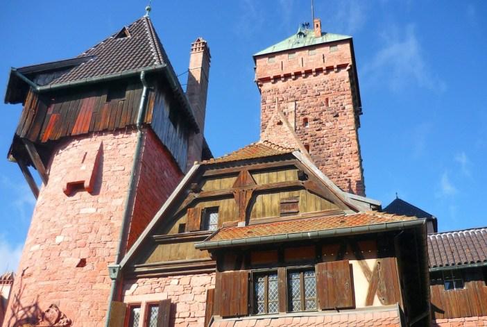 Château du Haut-Kœnigsbourg vu du vignoble © French Moments