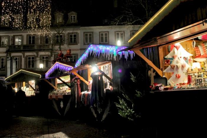 Marché de Noël de Sélestat sur la place d'Armes ©SHKT