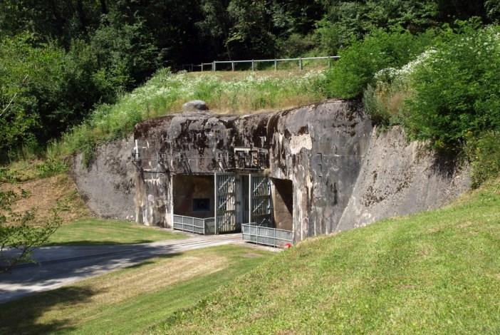 L'entrée des Munitions du Simserhof © Morten Jensen - licence [CC BY 2.0] from Wikimedia Commons