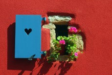 Volet avec ouverture en forme de cœur à Beblenheim © French Moments