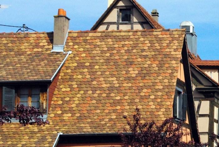 Détail de la toiture d'une maison à Dambach-la-Ville © French Moments