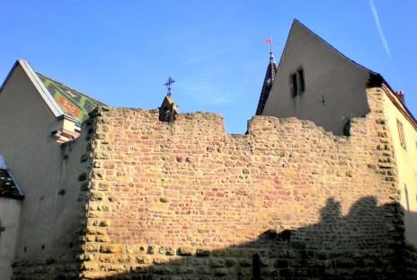 Mur d'enceinte de l'ancien château d'Éguisheim © French Moments