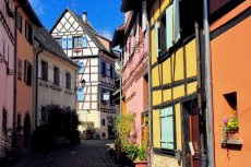 Rue du rempart à Eguisheim © French Moments