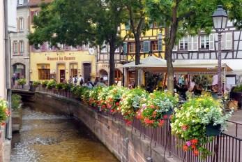 Le canal de la place de l'Ancienne Douane, Colmar © French Moments