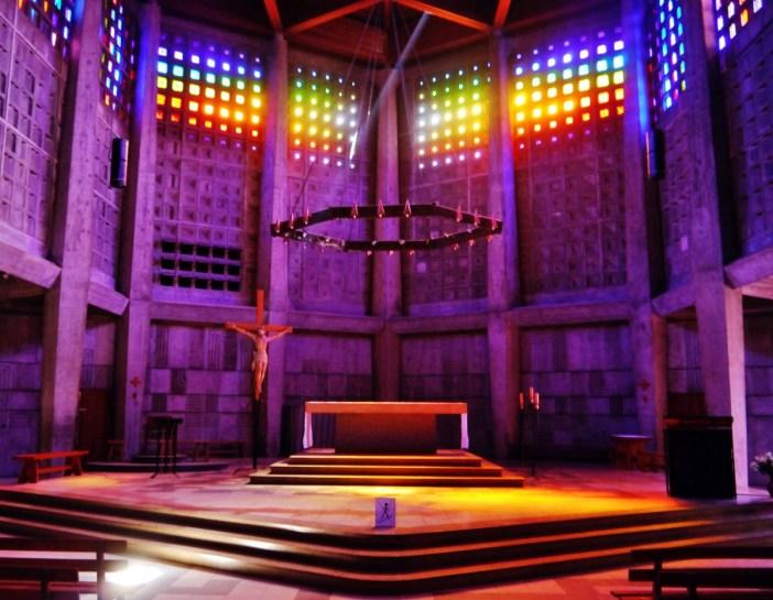 L'intérieur de l'église Saint-Remy Baccarat © Zairon - licence [CC BY-SA 4.0] from Wikimedia Commons copy