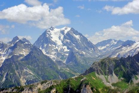 La Grande-Casse (3855 m), point culminant du département de la Savoie © French Moments