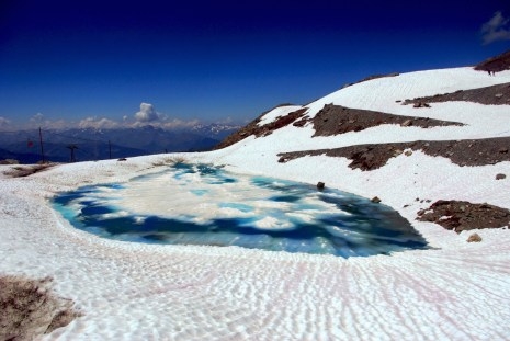 Glacial lake in the Chiaupe glacier, La Plagne © French Moments