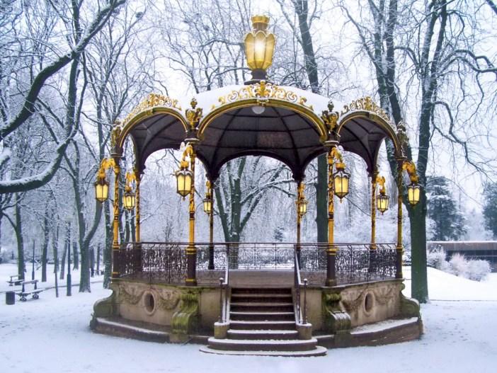 Le kiosque Mozart du Parc de la Pépinière en hiver © French Moments