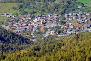 Le village de Mâcot vu du mont Saint-Jacques © French Moments