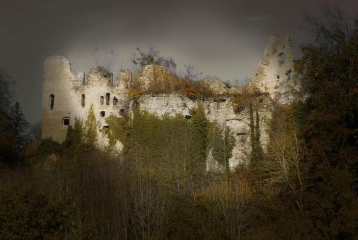 Halloween en Alsace - Le château du Morimont dans le Sundgau © French Moments
