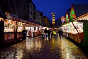Marché de Noël sur la place Saint-Louis de Metz © French Moments