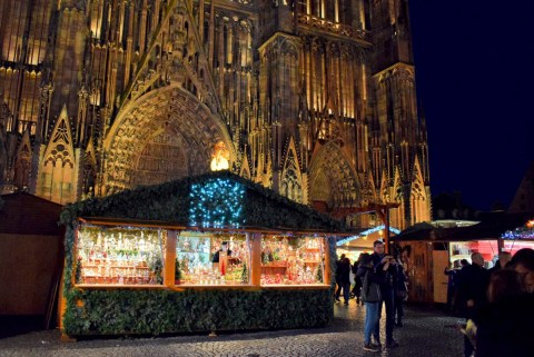 Le marché de Noël de la place de la Cathédrale à Strasbourg © French Moments