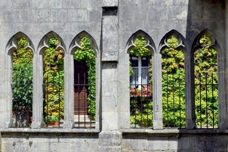 Le cloître de l'église d'Hattonchâtel © French Moments