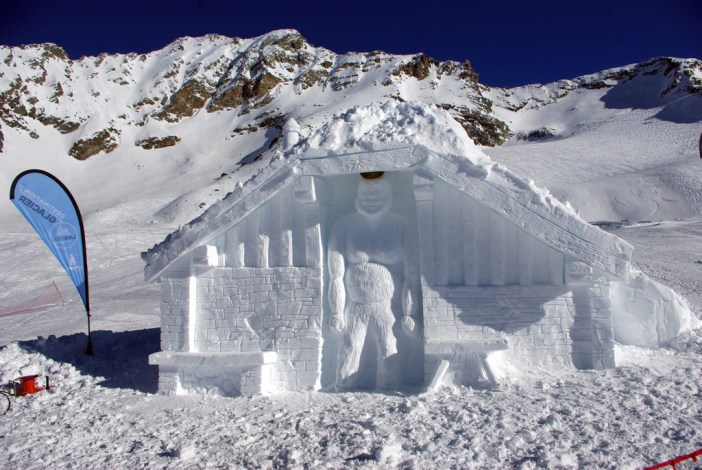 Sculpture sur glace au glacier de la Chiaupe (Bellecôte) © French Moments