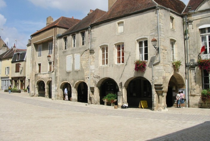 Noyers-sur-Serein © Philippe Alès - licence [CC BY-SA 4.0] from Wikimedia Commons