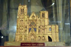 Maquette de la cathédrale Saint-Etienne de Bourges © French Moments