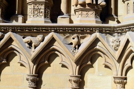 Détail des sculptures de la cathédrale © French Moments