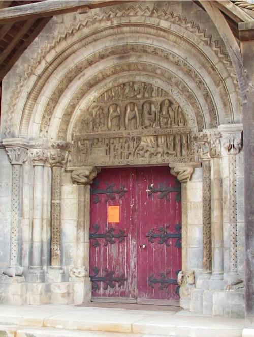 Le portail de l'église de Pompierre - téléversé par F5ZV sur Wikipédia français. — Transféré de fr.wikipedia à Commons par Bloody-libu utilisant CommonsHelper., CC BY-SA 3.0