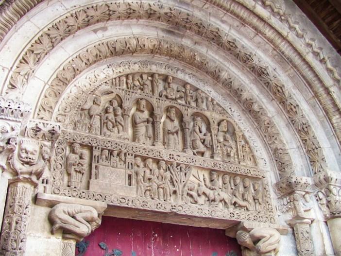 Le tympan de l'église dePompierre - téléversé par F5ZV sur Wikipédia français