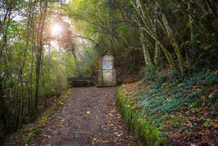 Autour du Lac d'Annecy - Le chemin de croix de Duingt © French Moments