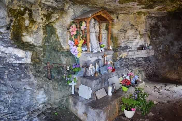 La grotte de l'ermite Saint-Germain de Talloires © French Moments